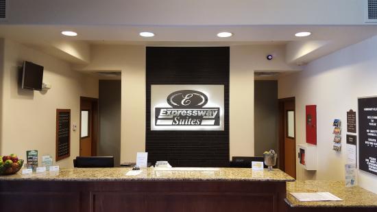 Expressway Suites of Fargo: Front Desk