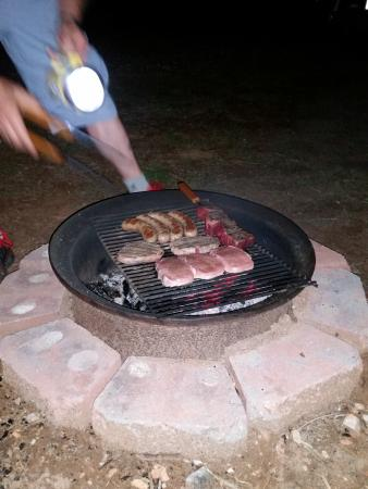 Crazy Horse RV Camp Park: Dinner time at the camp