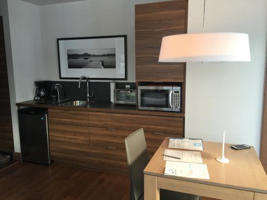 Lac-Superieur, Canadá: Kitchenette in Studio Room w. fridge/freezer, sink, coffee maker/espresso, microwave, toaster ov