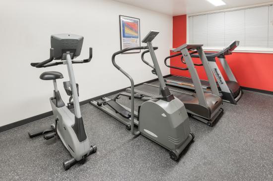 Ramada Sherwood Park: Fitness Room