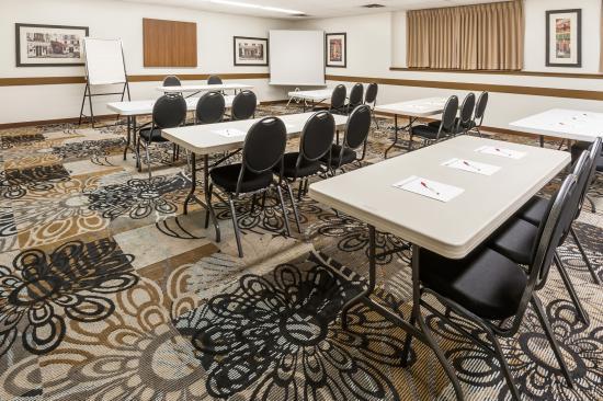 Ramada Sherwood Park: Meeting Room