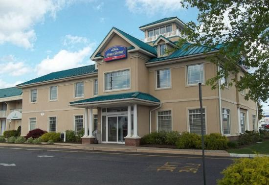 Howard Johnson Hotel - Toms River: Welcome to the Howard Johnson Toms River