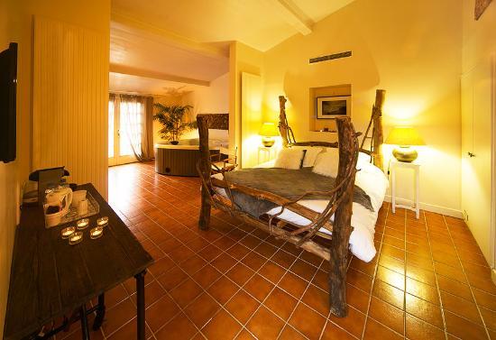 Maison D'hotes Lagatine: chambre bali avec jacuzzi et sauna