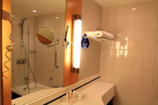 Radisson Blu Scandinavia Hotel Bathroom With Shower Bath And Washing Line