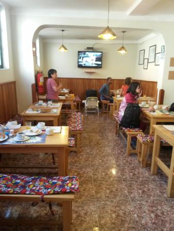 Mama Simona Hostel: Area de comedor