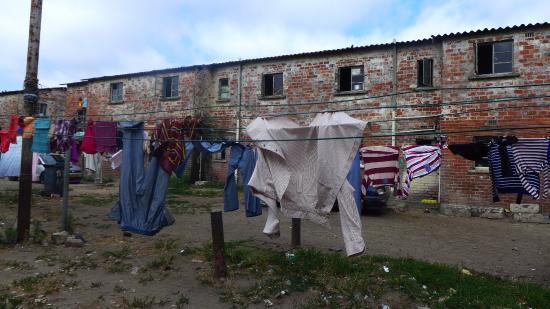 Inkululeko Freedom Tours : Langa, moradias coletivas
