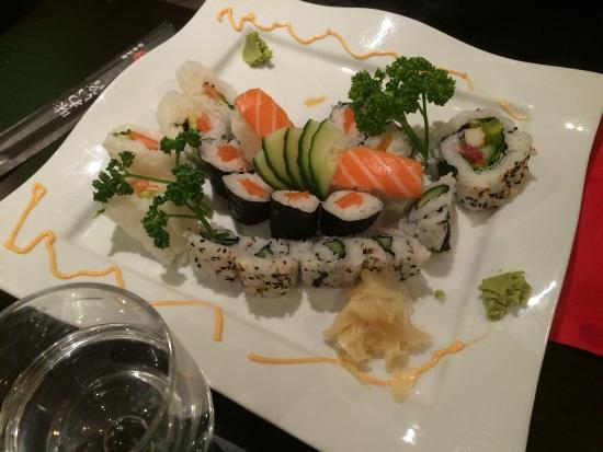Crosne, Prancis: Produits frais pour cette assiette de makis et sushis.