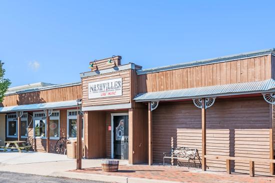 Days Inn Henrietta/Rochester Area: Our popular Nasvilles Bar