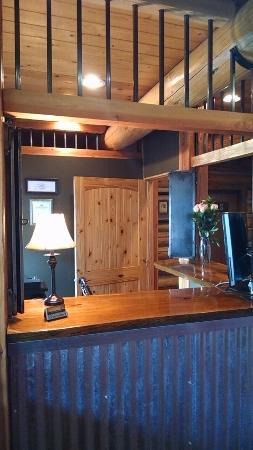 Dodge Peak Lodge: Front Desk