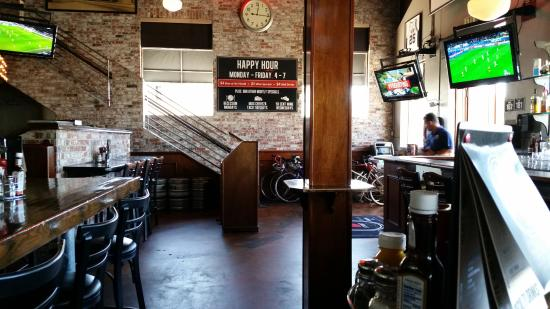 D street Bar and grille