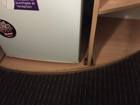 Ibis Newcastle: The desk