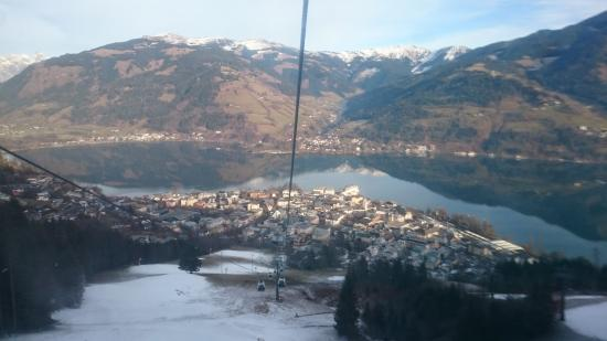 Feinschmeck : Cable car - overlooking Zell am See and the Zeller lake