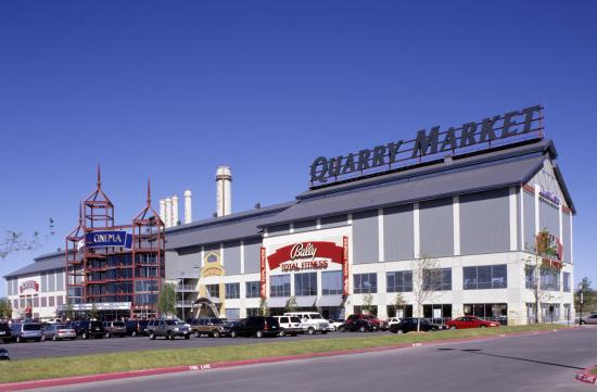 The Alamo Quarry Market is an open-air complex boasting some of the finest shopping, dining and entertainment the city has to offer.
