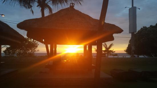 Bali Niksoma Boutique Beach Resort: Relax and enjoy daily sunsets