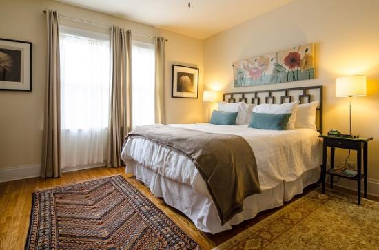 12 South Inn Suites: West King Suite