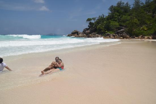 Praslin Island, Seychellerne: Beach right end
