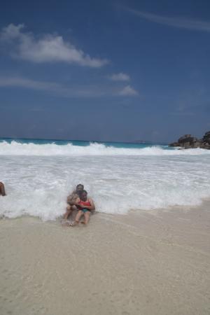 Praslin Island, Seychellerne: the waves