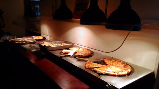 Gino's Pizza & Spaghetti House: 美味的食物阿