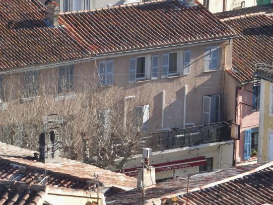 La Clé des Songes : Hôtel vu depuis la chapelle qui surplombe la ville.