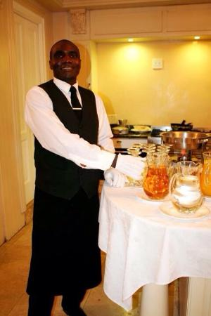 Cricklewood Manor: Exquisite ambiance and style, friendly and helpful staff and a peaceful environment right on the