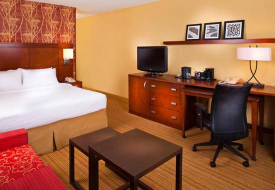 Courtyard Chattanooga I-75 : King Guest Room