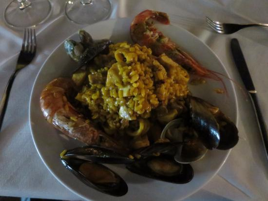 Paella de pescado y mariscos picture of el caldero - Paella de pescado ...