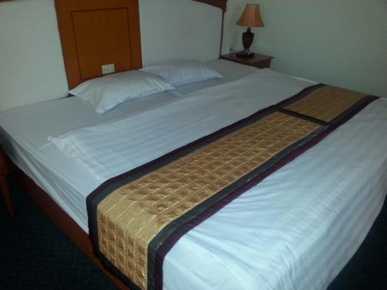two beds put together ハロン 湾 バン ハイ ホテルの写真 トリップ