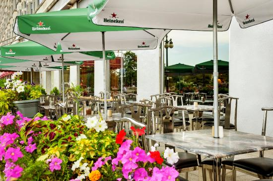 The Congress Plaza Hotel and Convention Center: Outdoor Restaurant