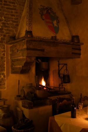 Locanda Linando II Bed & Breakfast: Fireplace