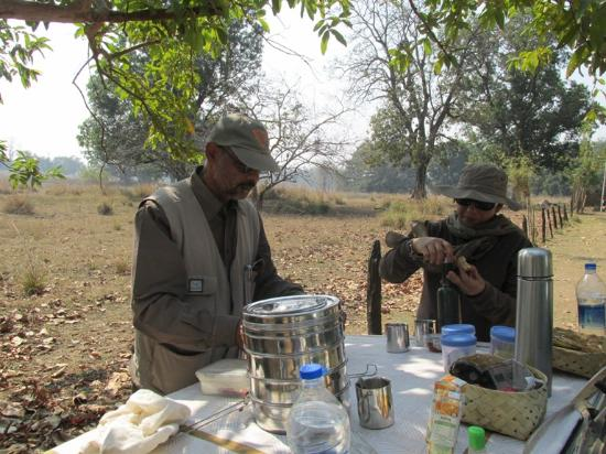 eric and joylette setting up our breakfast in kanha tiger reserve rh tripadvisor in