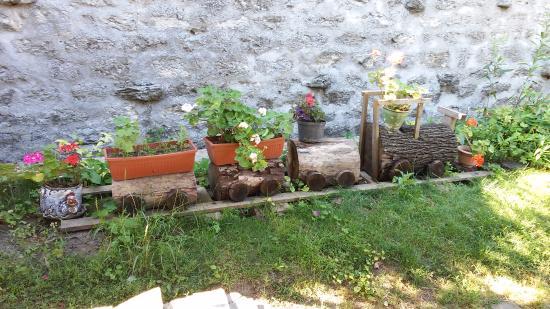 Avren, Bulgaria: Во дворе
