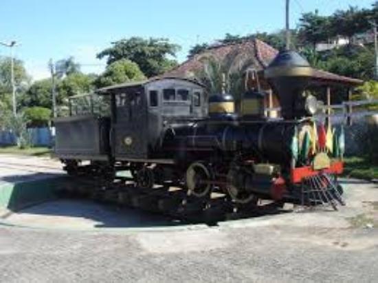 Paraiba Do Sul: Trem da Estrada Real, famosa Maria Fumaça, que passa sobre a ponte