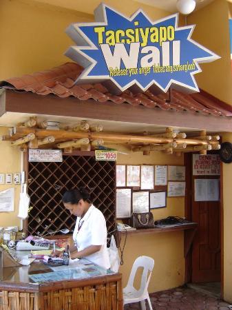 Isdaan: Tacsiyapo wall