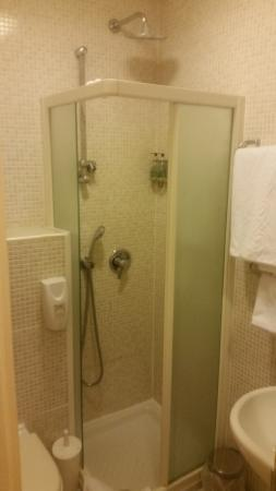 the bathroom did not have a glass door to the shower very good rh tripadvisor co za