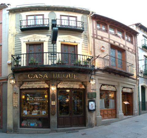 Restaurante Duque: fachada Casa Duque