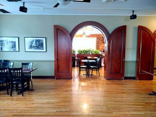 Spanky's Restaurant : banquet room doors