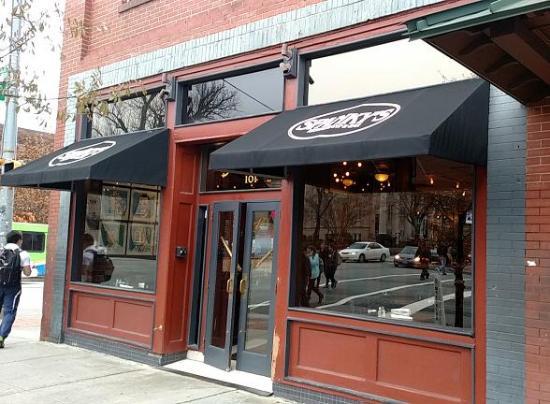 Spanky's Restaurant : outside