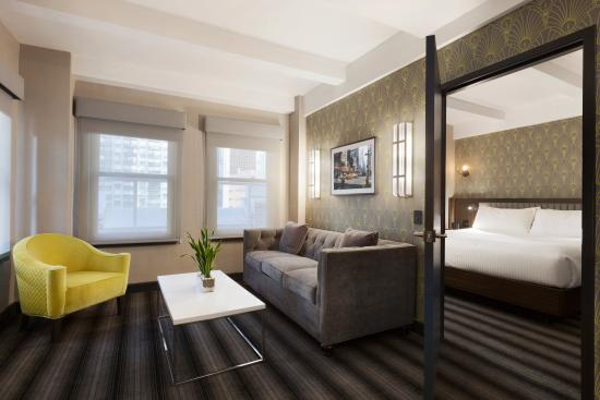 Hotel Edison Times Square: Signature Suite with Terrace