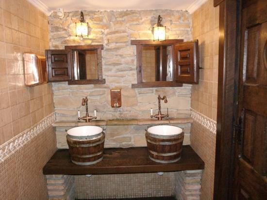 Trapagaran, España: baños originales idea del dueño