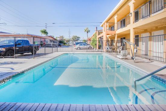 Econo Lodge & Suites Lodi: Pool