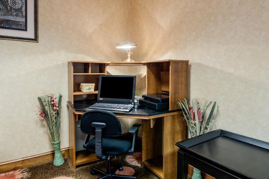 Comfort Inn Waynesboro: Business Center