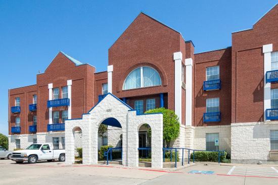 Comfort Suites Las Colinas Center: Exterior