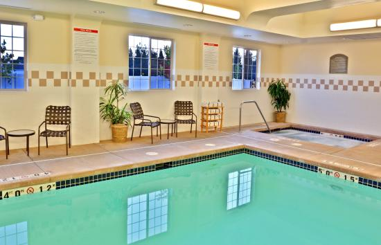 Holiday Inn Express Cheney - Swimming Pool