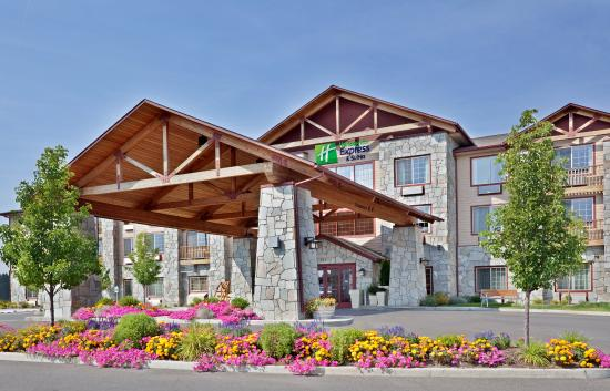 Holiday Inn Express Cheney - Hotel Exterior