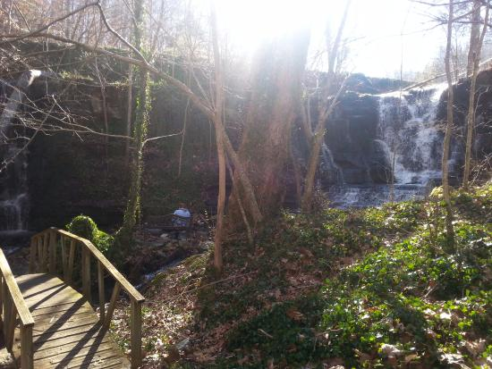 Wartrace, TN: 30 feet from your room, your own waterfall/park