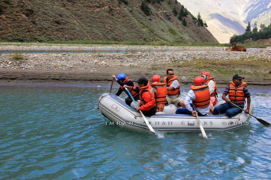 Mansehra, Пакистан: River rafting in Kaghan valley