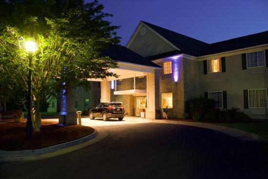 Kilmarnock, VA: Hotel Exterior