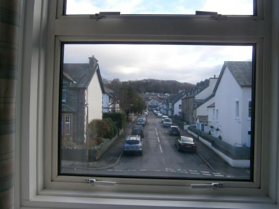 Hall Garth Guest House: Loved that you could see the hills behind the town.