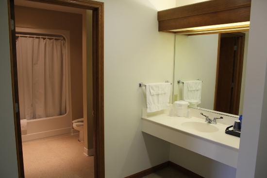 Farmstead Inn: Classic Room 1 Queen Bed w/Sofa Sleeper