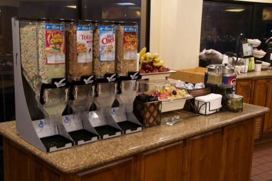 Country Inn & Suites By Carlson, Ventura: Breakfast Buffet